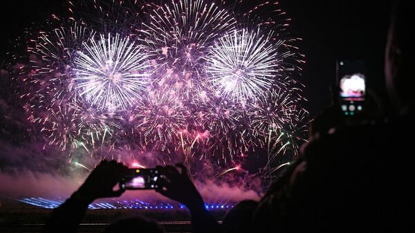 Ватромет на међународном фестивалу ватромета у Москви, који се одржава у парку Патриот. - Sputnik Србија