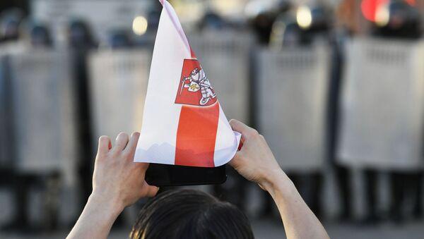 Demonstrant na protestu beloruske opozicije u Minsku - Sputnik Srbija