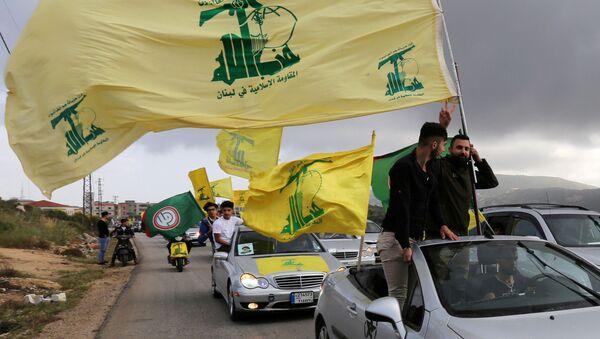 Присталице либанског Хезболаха носе заставе - Sputnik Србија