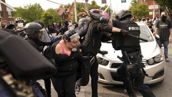 Нереди због полицијске бруталности у Луисвилу, САД - Sputnik Србија