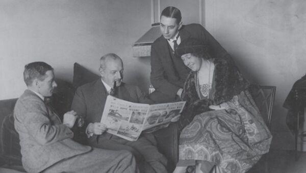 Agata Kristi s prvim mužem Arčijem Kristijem tokom ekspedicije 1922. godine - Sputnik Srbija