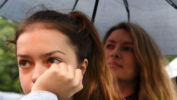 Енигма за бразилске лекаре: Девојчица лије крваве сузе - Sputnik Србија