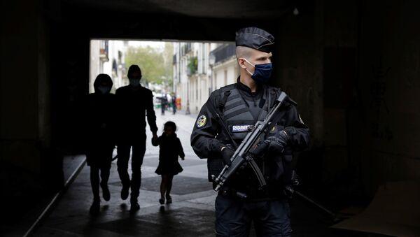 Француска жандармерија на улицама после напада у Паризу - Sputnik Србија