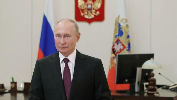 Predsednik Rusije Vladimir Putin tokom obraćanja učesnicima plenarne sednice VII Foruma regiona Rusije i Belorusije - Sputnik Srbija