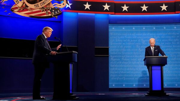 Доналд Трамп и Џо Бајден током председничке дебате - Sputnik Србија