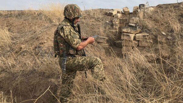 Vojnik Armije odbrane Karabaha na prvoj liniji fronta - Sputnik Srbija