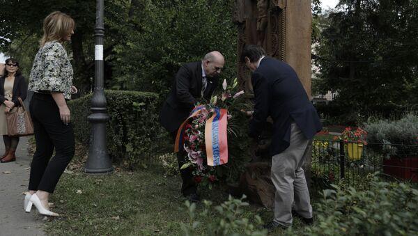 Полагање венца на хачкар у Земуну - Sputnik Србија
