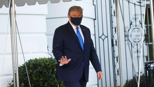Američki predsednik Donald Tramp odlazi iz Bele kuće u bolnicu - Sputnik Srbija