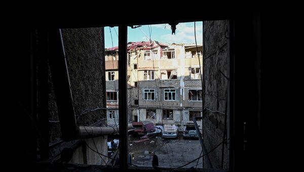 Зграде оштећене у гранатирању главног града Карабаха, Степанакерту - Sputnik Србија