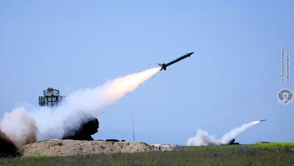 Lansiranje raketa iz protivvazdušnih raketnih sistema Osa Oružanih snaga Jermenije - Sputnik Srbija