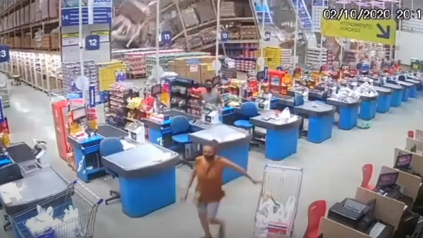 Srušile se police u brazilskom supermarketu - Sputnik Srbija