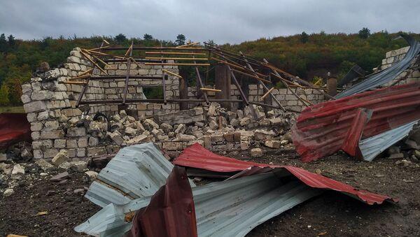 Кућа срушена у ракетирању Степанакерта у Нагорно-Карабаху - Sputnik Србија
