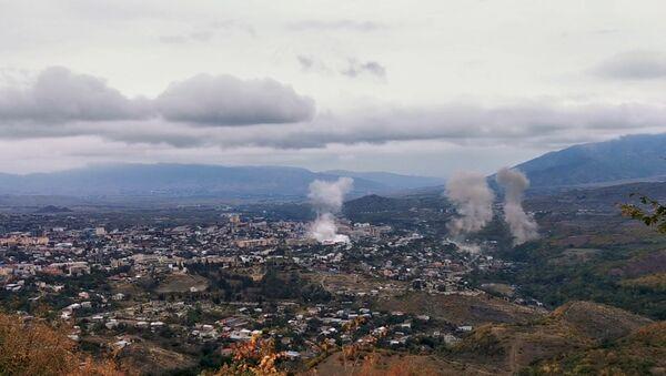 Dim nakon granatiranja Stepanakerta u Nagorno-Karabahu - Sputnik Srbija