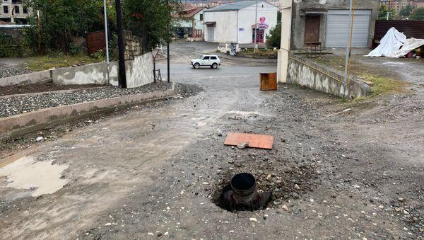 Neeksplodirana raketa sistema Smerč na ulici u Stepanakertu, Nagorno-Karabah - Sputnik Srbija