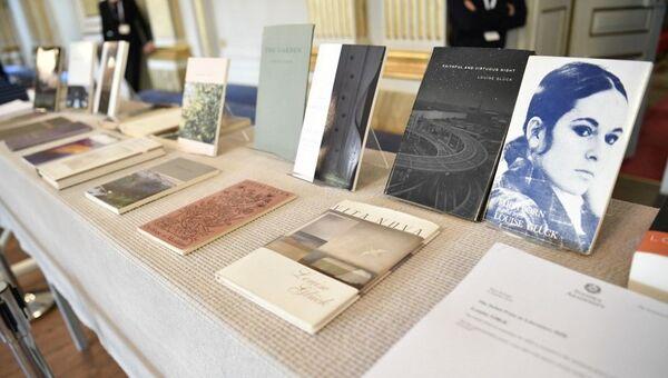 Књиге Луиз Глик изложене у свечаној сали Шведске академије - Sputnik Србија