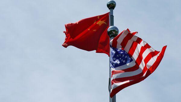 Kineska i američka zastava - Sputnik Srbija