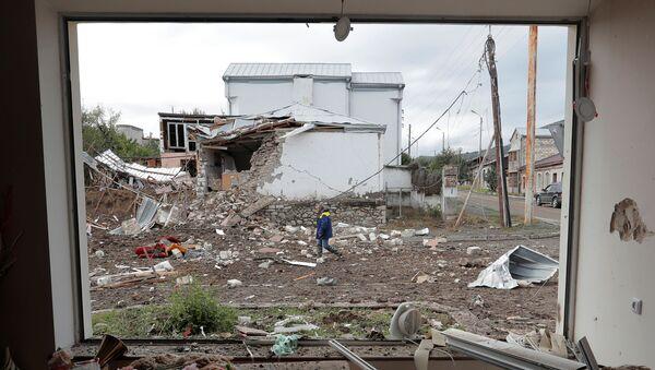 Уништене куће у гранатирању Степанакерта у Нагорно-Карабаху - Sputnik Србија