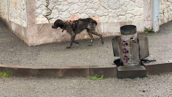 Neeksplodirana granata sistema Smerč na ulici u Stepanakertu - Sputnik Srbija
