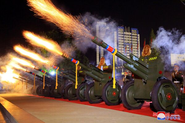 Artiljerijska paljba na paradi  - Sputnik Srbija