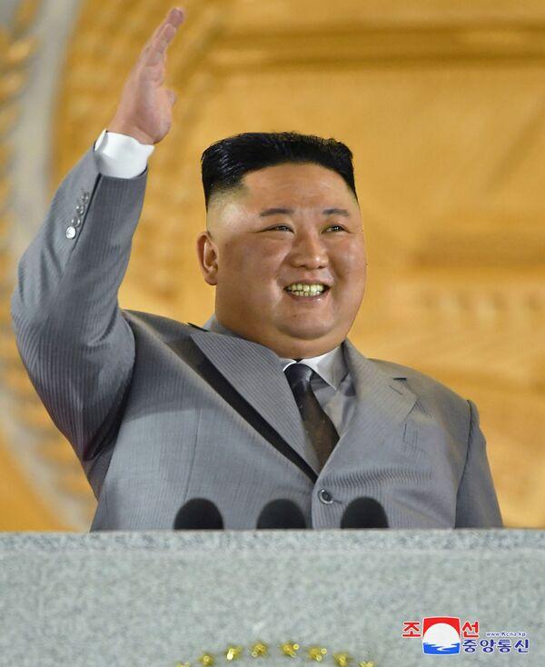 Lider Severne Koreje Kim Džong Un na paradi - Sputnik Srbija