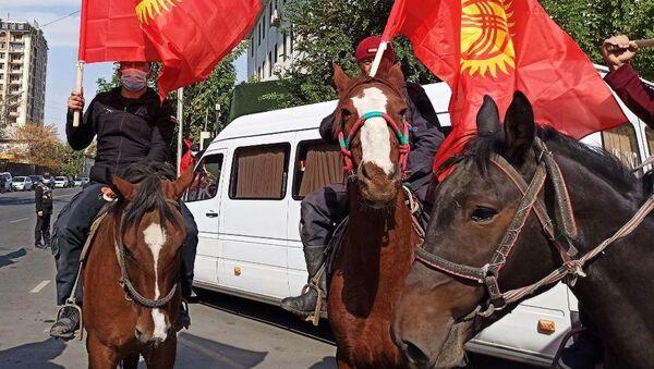 Присталице председника Киргизије Соронбаја Женбекова на митингу у Оши - Sputnik Србија