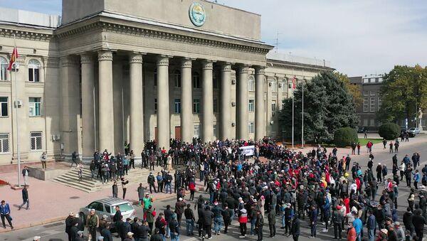 Pristalice bivšeg predsednika Kirgizije Atambajeva tokom protesta u Biškeku - Sputnik Srbija