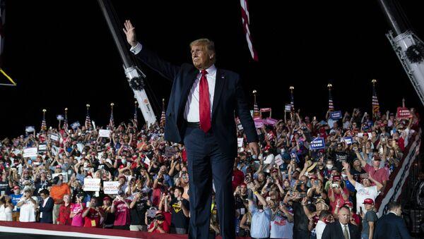 Амерички председник Доналд Трамп на првом предизборном митингу пошто се излечио од вируса корона - Sputnik Србија