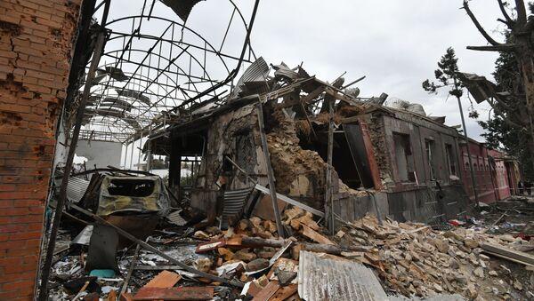 Жилые дома, разрушенные в результате обстрела города Гянджа - Sputnik Србија