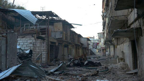 Уништене куће у улици у Степанакерту током сукоба у Нагорно-Карабаху - Sputnik Србија