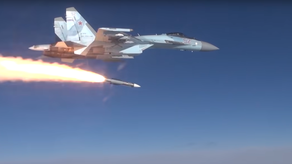 Пуск российской ракеты воздух-воздух Р-37М с истребителя Су-35С - Sputnik Србија