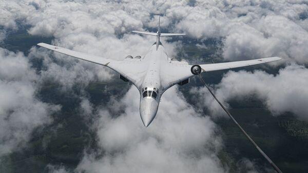Стратешки бомбардер носач-ракета Ту-160 - Sputnik Србија