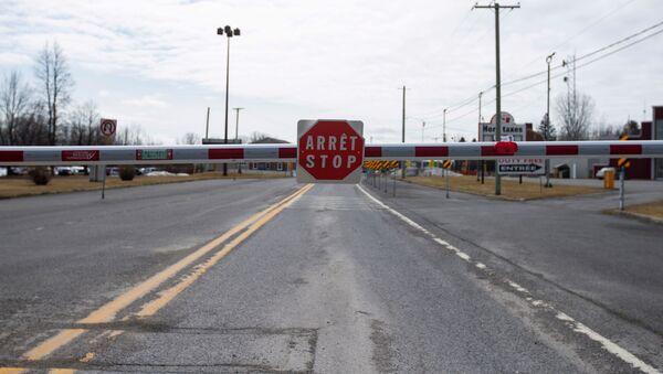 Prazan granični prelaz na američko-kanadskoj granici u Kvebeku - Sputnik Srbija