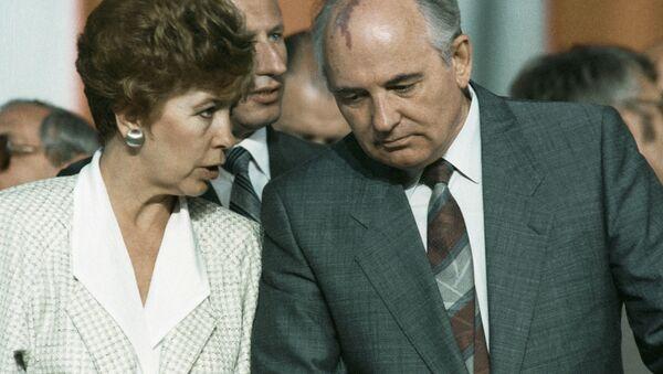 Mihail Gorbačov sa suprugom Raisom - Sputnik Srbija