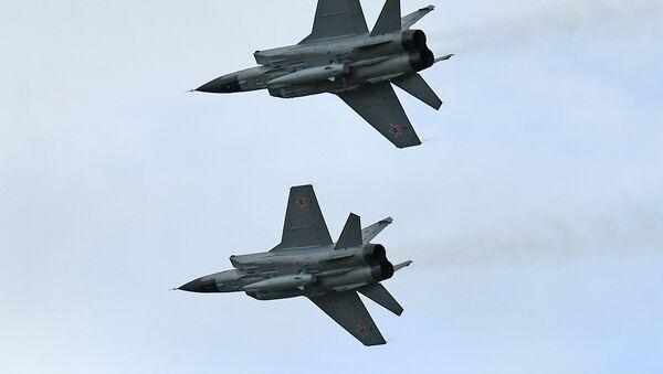 Lovci MiG-31 sa hipersoničnim raketama Kinžal - Sputnik Srbija