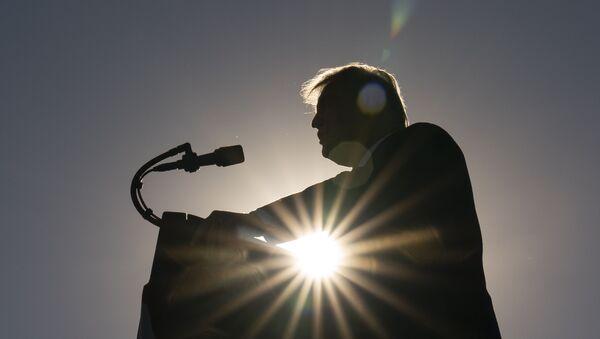 Donald Tramp drži govor tokom predsedničke kampanje - Sputnik Srbija