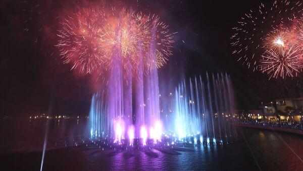Ватромет у Дубаију на отварању највеће фонтане на свету - Sputnik Србија