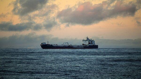 Požar i eksplozije na ruskom tankeru  - Sputnik Srbija