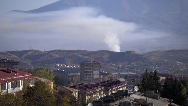 Азербејџанске снаге гранатирају Степанакерт у Нагорно-Карабаху - Sputnik Србија