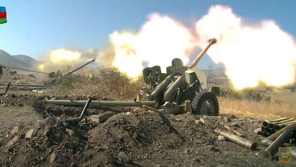 Азербејџанска артиљерија пуца на положаје јерменске војске током сукоба у Карабаху - Sputnik Србија
