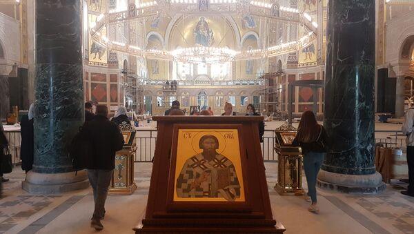 Ljudi su dolazili u Hram da se pomole - Sputnik Srbija