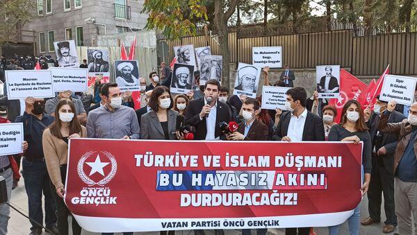 Протест испред амбасаде Француске у Анкари - Sputnik Србија