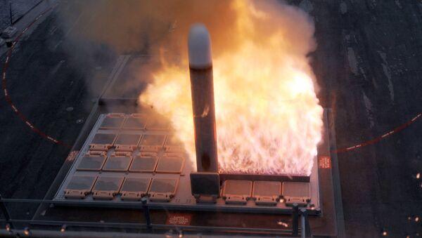 Taktička krstareća raketa Tomahavk lansirana iz lansera Mk-41 sa američkog razarača Faragat - Sputnik Srbija