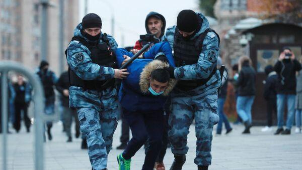 Протест против Макрона у Москви испред француске амбасаде - Sputnik Србија