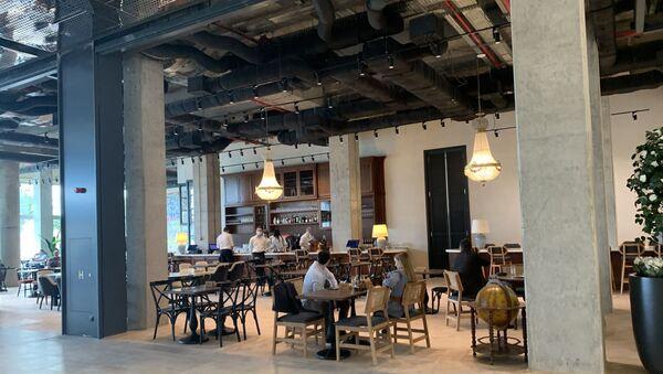 Jedan od kafića u TC Galerija Beograd - Sputnik Srbija