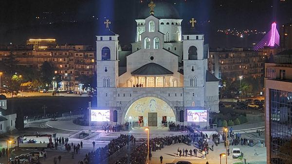 Hram vaskrsenja Hristovog u Podgorici, odavanje počasti mitropolitu Amfilohiju - Sputnik Srbija
