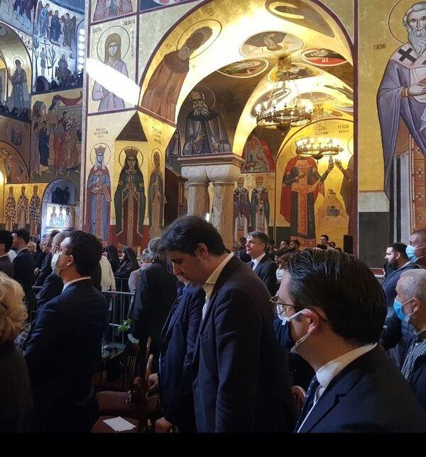 Испраћају митрополита Амфилохија присуствује и кошаркаш Дејан Бодирога - Sputnik Србија