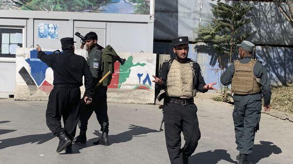 Bezbednosne snage ispred univerziteta u Kabulu, gde je u napadu ubijeno 19 ljudi - Sputnik Srbija