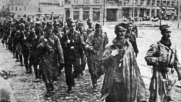 Партизанске јединице на Позоришном тргу у ослобођеном Београду 1944. - Sputnik Србија