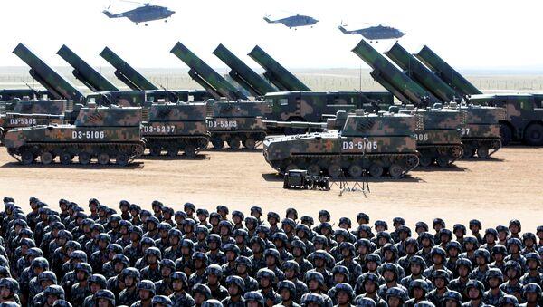 Војници Народноослободилачке војске Кине учествују у војној паради у знак сећања на 90. годишњицу оснивања војске у војној бази за обуку Журихе у Аутономној регији Унутрашња Монголија, Кина, 30. јула 2017. - Sputnik Србија