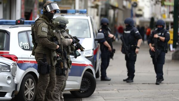 Policija i vojska na ulicama Beča dan posle teroristikog napada - Sputnik Srbija